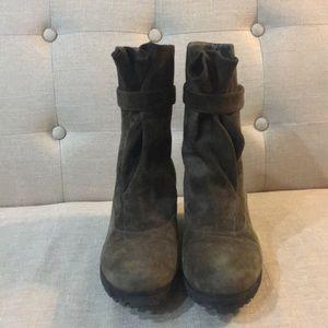 a18ca10fd4de Pas de Rouge Shoes - Pas de Rouge Wedge Ankle Boots - Supple Suede 37